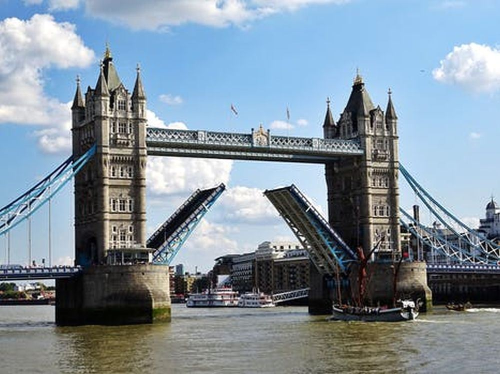Southbank Tour Castles & Bridges : 15+ Top Sights  (Private Option)