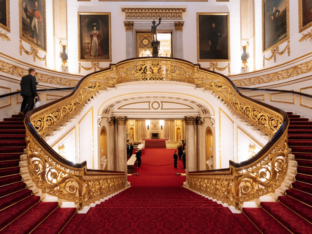 Full Royal Tour: Visit Buckingham Palace