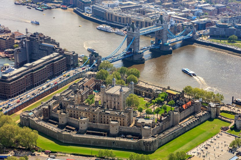Tower of London with Crown Jewels & Beefeater Tour Entrance Ticket