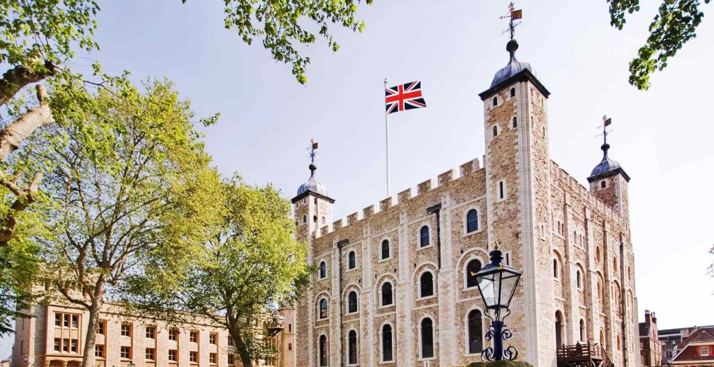 30+ London Sights Walking Tour + Tower of London & Medieval Banquet